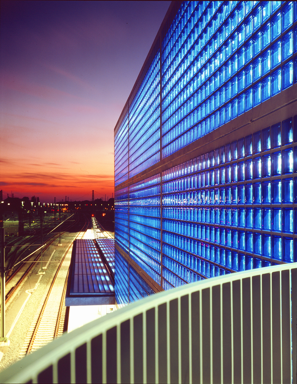 """Seves-sevesglassblock-solutions-smart-hannover-station """"width ="""" 1040 """"height ="""" 1341 """"srcset ="""" https://www.cosasdearquitectos.com/wp-content/uploads/Seves-sevesglassblock-soluciones-smart-hannover -station.jpg 1040w, https://www.cosasdearquitectos.com/wp-content/uploads/Seves-sevesglassblock-soluciones-smart-hannover-station-233x300.jpg 233w, https://www.cosasdearquitectos.com/wp -content / uploads / Seves-sevesglassblock-solutions-smart-hannover-station-794x1024.jpg 794w """"sizes ="""" (max-width: 1040px) 100vw, 1040px """"/></p> <h3 style="""