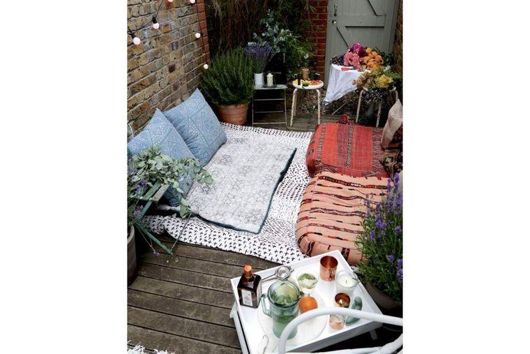 decorate small balcony floor cushions