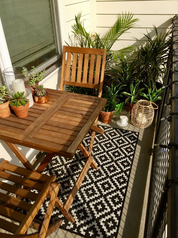 decorate balcony small table chairs