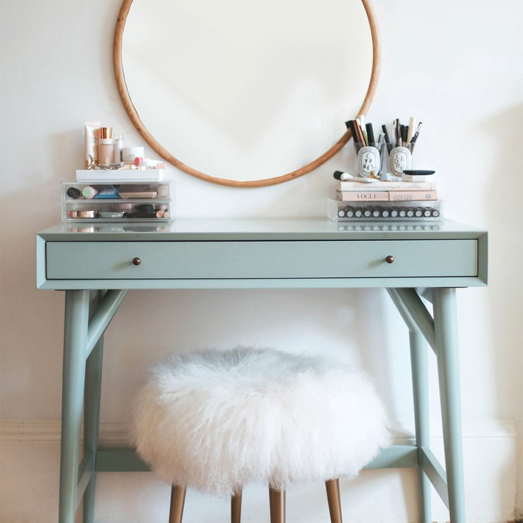 dressing table with drawers round mirror