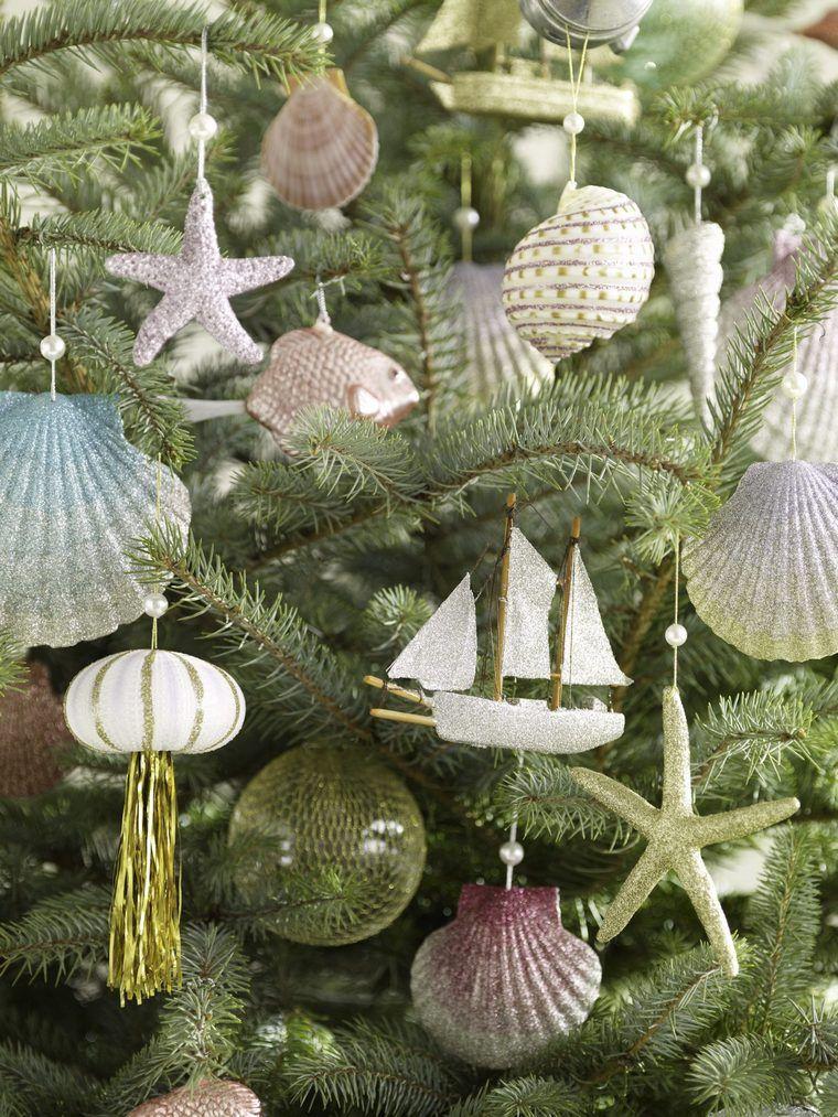 conchas marinas adornando arbol navidad