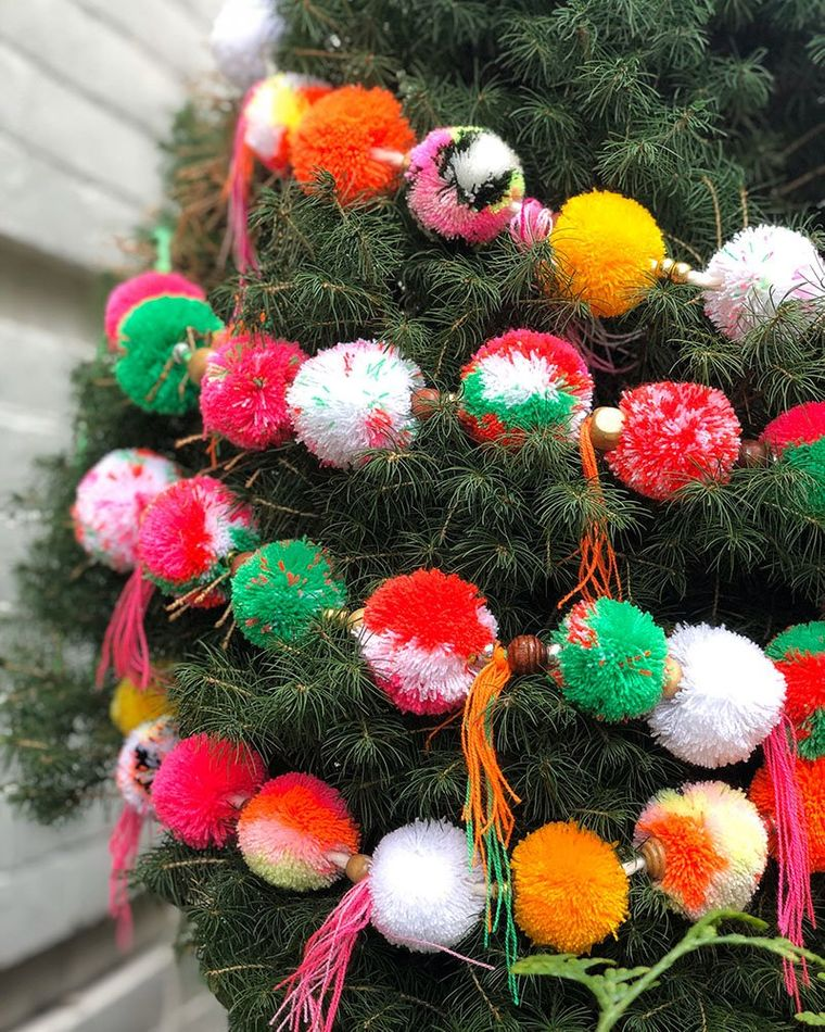 pompoms christmas tree decoration