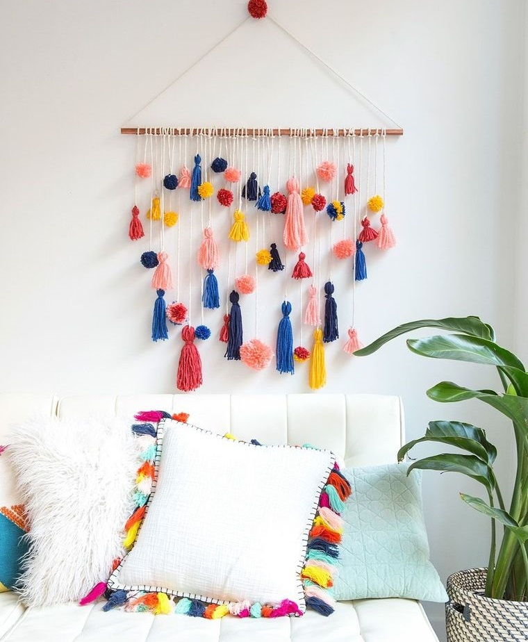 pompoms wall decoration