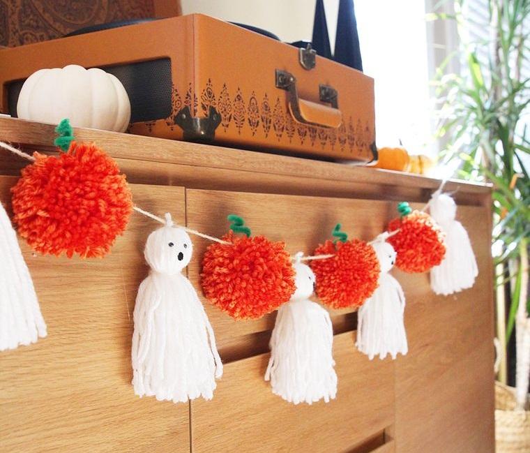 pompoms halloween