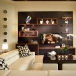 sala moderna pared marron