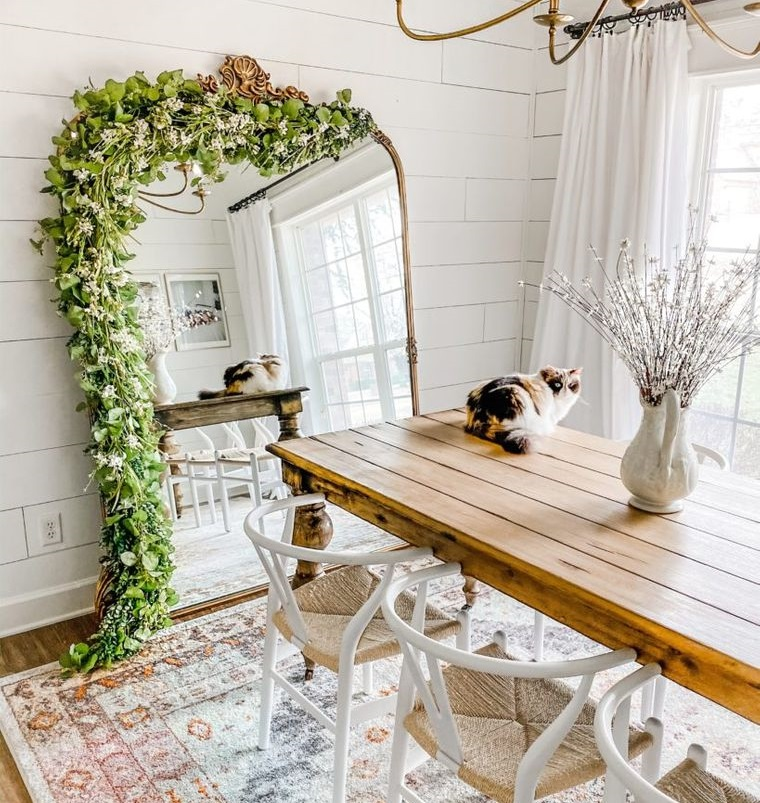 decoration with mirrors in small dining room