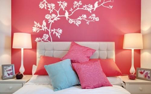 bedroom-wall-fuchsia